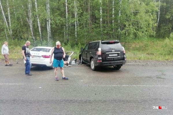 На снимках очевидцев узнаваем один из участников столкновения — Андрей Косилов