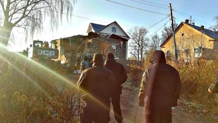 В Ярославле снесли дачу реставратора, незаконно построенную на месте старинного дома