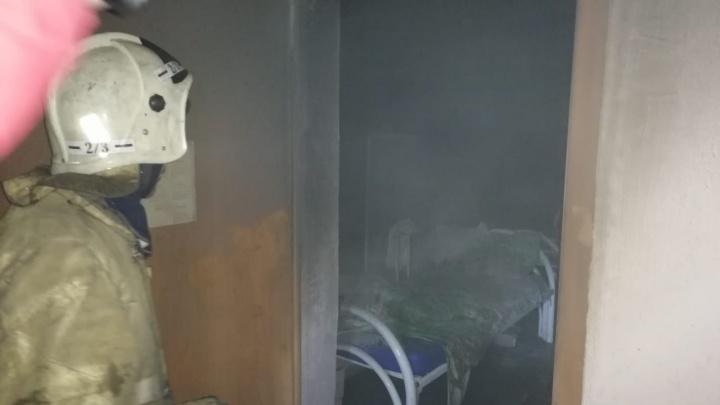 В Свердловской области из-за пожара в доме престарелых эвакуировали 20 пациентов