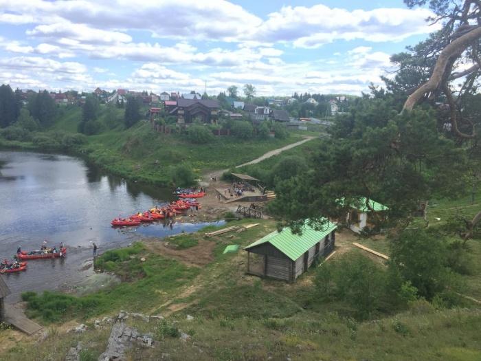 По словам жительницы Первоуральска, туристы справляют нужду и разбрасывают мусор в местах будущих съемок
