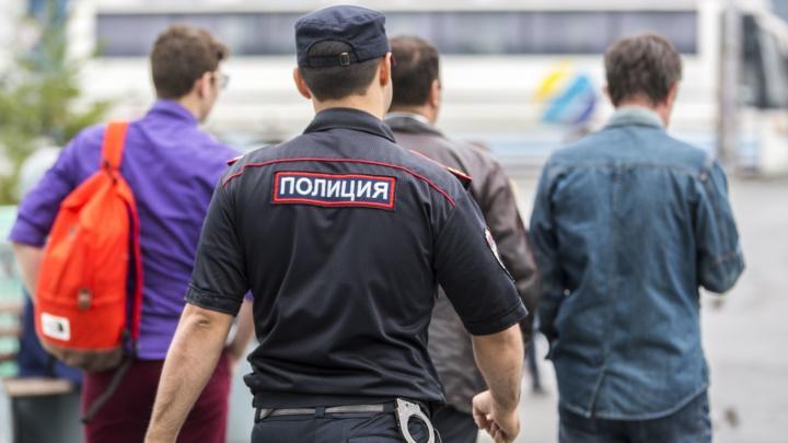 Бывшего полицейского лишили звания и отправили в колонию за попытку придушить задержанного