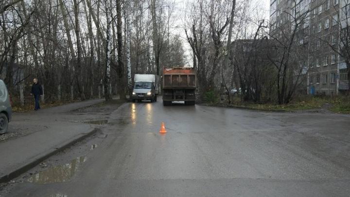 ГИБДД Перми ищет водителя. Он сбил 57-летнюю женщину и скрылся