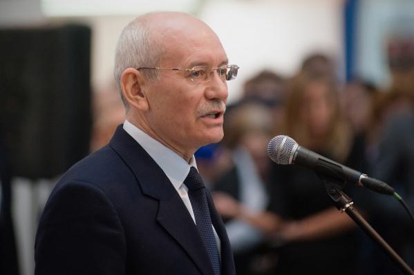 Глава региона в своей речи отметил, что с кадровыми проблемами сегодня сталкиваются «все и везде»