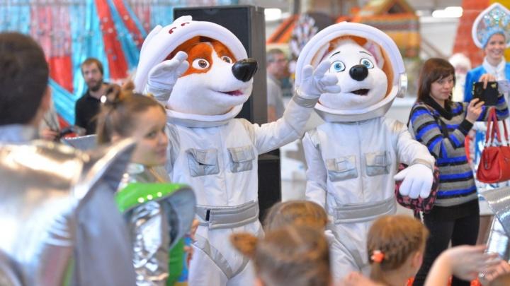 А где космос, детка? Тестируем большую ёлку в Екатеринбург-Экспо с двухлетним ребёнком
