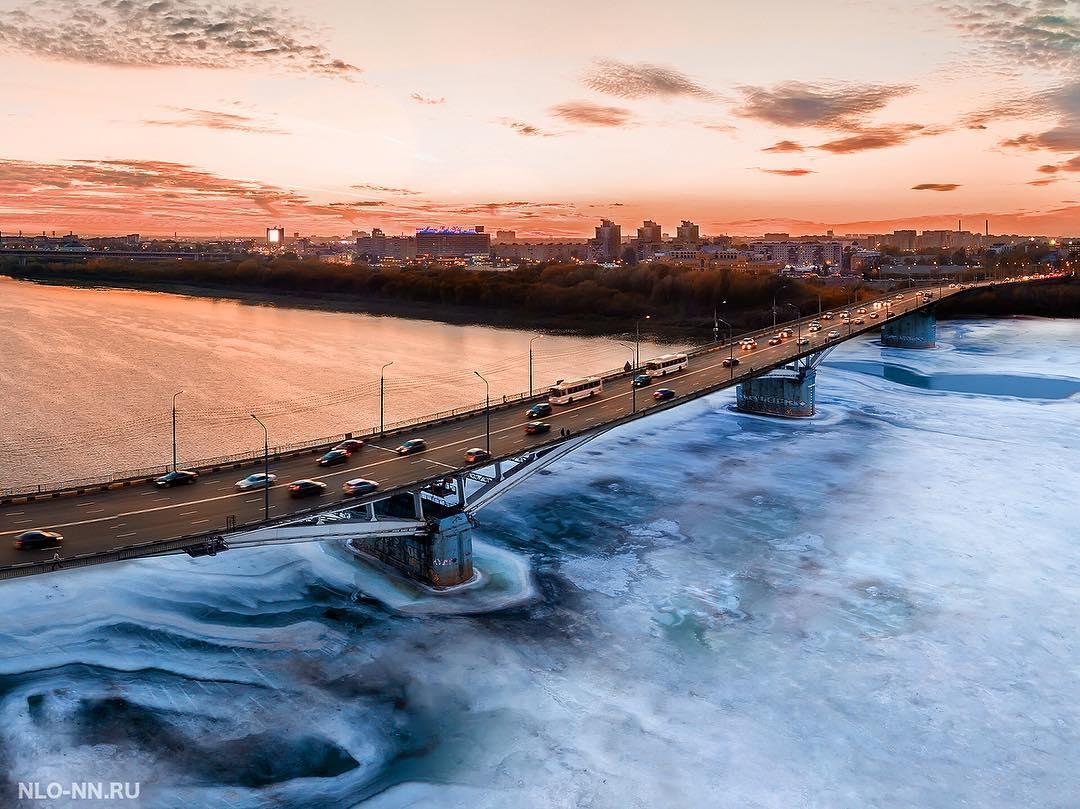 Фотограф часто показывает виды города с высоты птичьего полёта