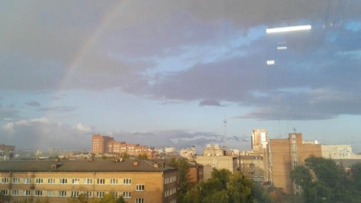 Красноярцев восхитила красивая радуга после вечернего дождя