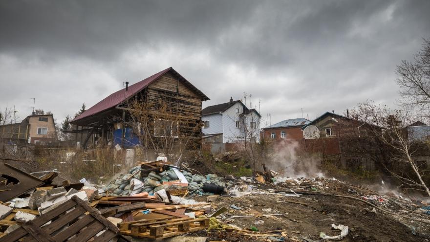 «Всё горит, а они селфи делают»: репортаж из Дзержинки, где жители задыхаются от горящей свалки