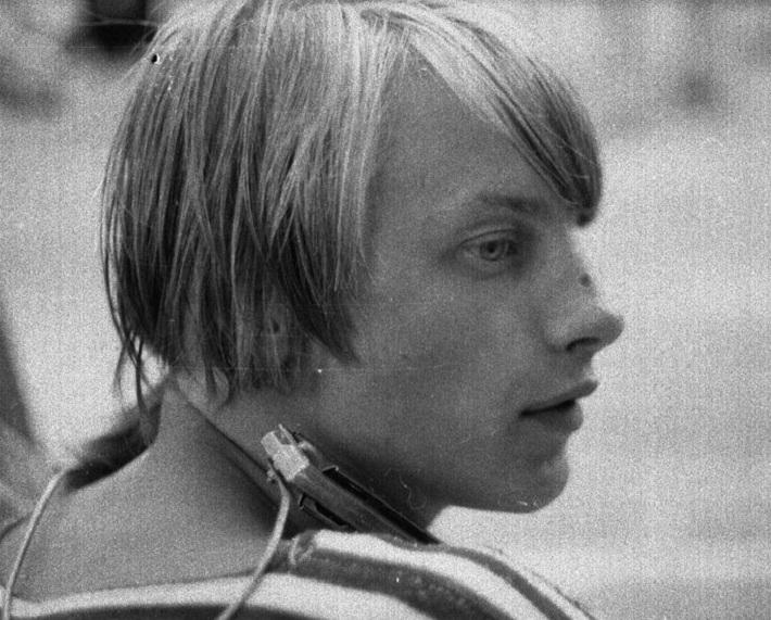 Одним из лидеров музыки девяностых в Перми был Евгений Чичерин, основатель группы «Хмели-Сунели». Кавер-версии его песен будут звучать на одном из концертов в «Триумфе»
