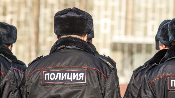 Полиция отправилась в рейд по Хилокской и привезла в отдел полсотни человек