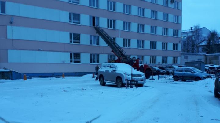 Плановые учения: в Архангельске эвакуировали гостиницу «Двина»