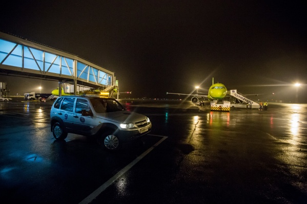 Авиакомпании пришлось задержать рейс на два часа из-за подозрительного телефонного разговора