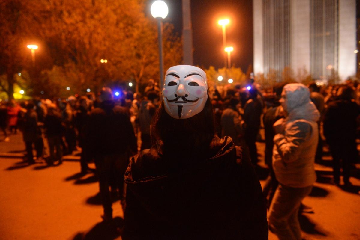 Приходить в маске на уличную акцию не стоит, вас могут задержать