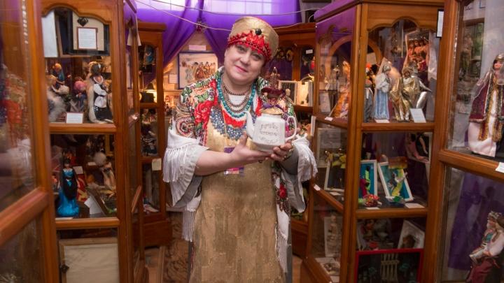 «Всё снесу в гараж»: закрывается музей кукол на Эльмаше, который на свои деньги создала пенсионерка