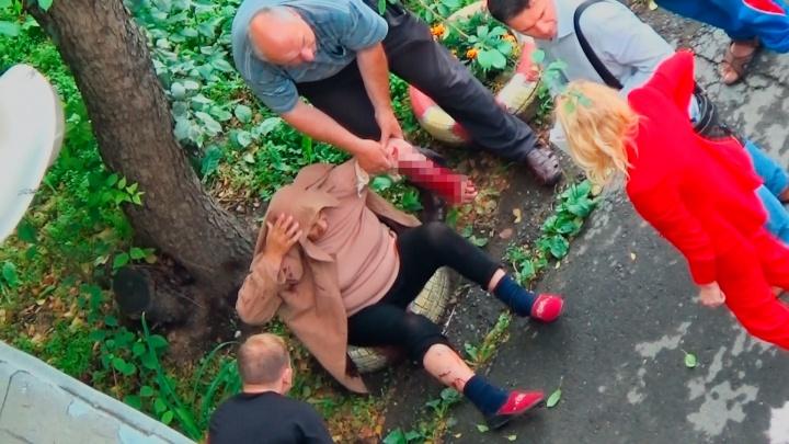 «Кровью залит весь двор»: на Юго-Западе пожилую женщину искусал питбуль