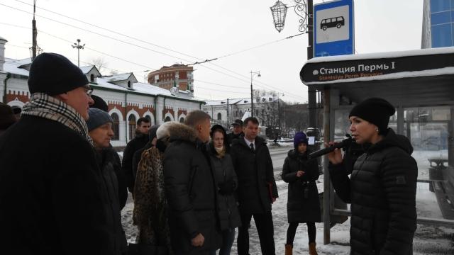 Депутаты гордумы проверили работу транспорта на остановке «Пермь I»