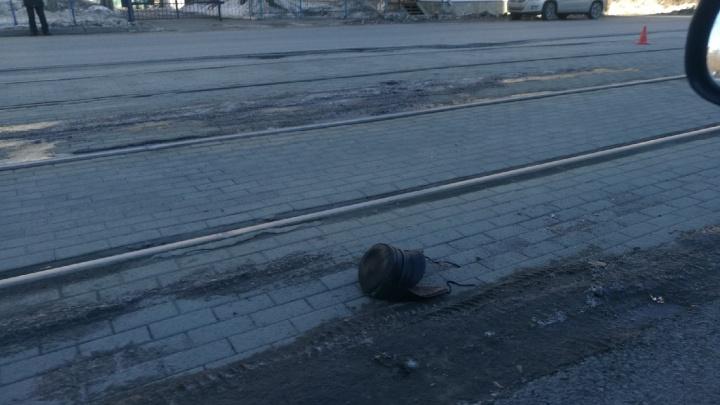 «Был прилично одет»: в Челябинске мужчину насмерть сбил трамвай