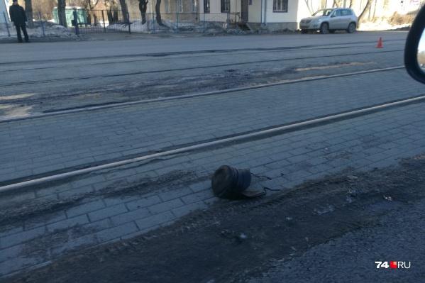 Мужчина перебегал через рельсы вне пешеходного перехода