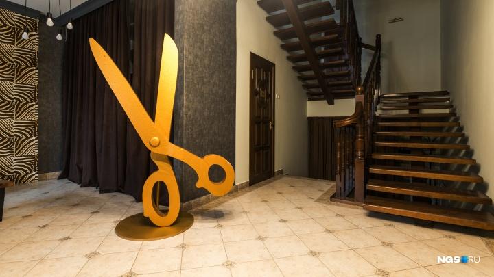 Владелица складов открыла дом моды в пустующем 5-этажном таунхаусе. Как там все устроено