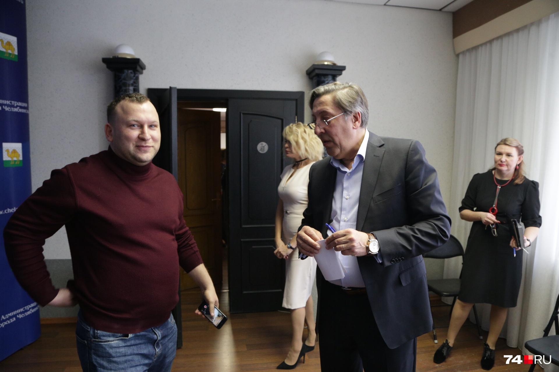 У Александра Лебедева (слева) вопросы к членам комиссии не заканчиваются. Отвечать пришлось Владимиру Бодрову (справа)
