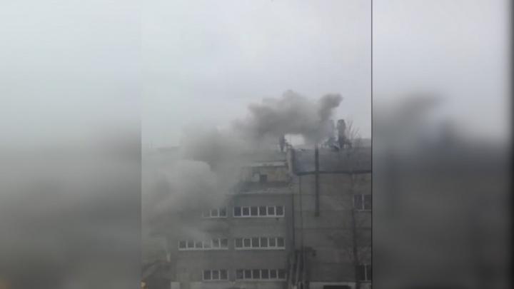 «Травят без выходных»: челябинка попала в больницу после выброса на заводской территории