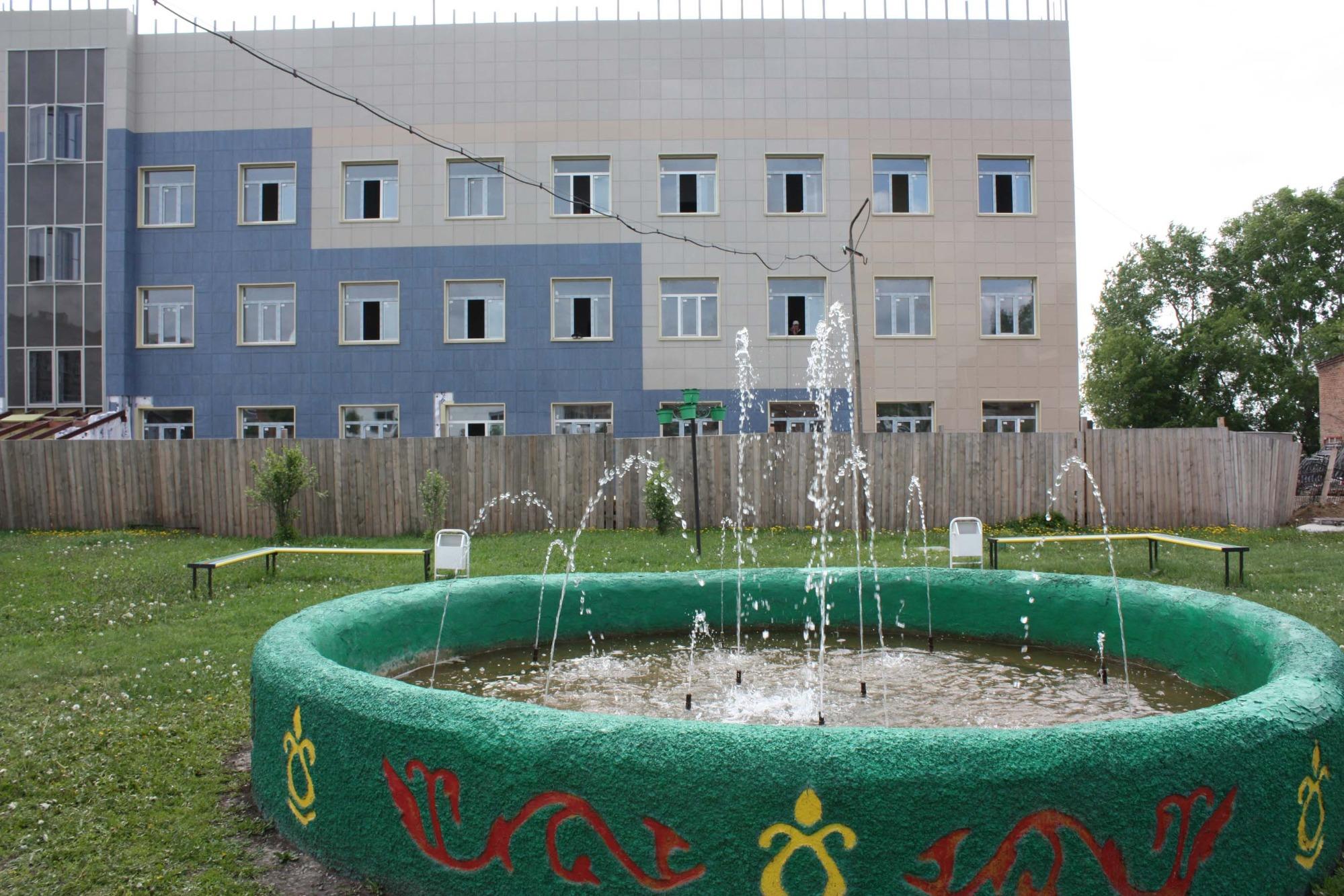 Фонтан на территории больничного комплекса Венгерово