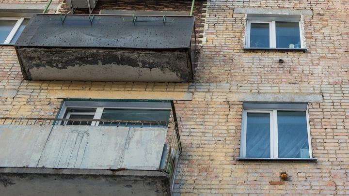 Управляющую компанию оштрафовали на 125 тысяч за бетонную плиту, угрожающую прохожим