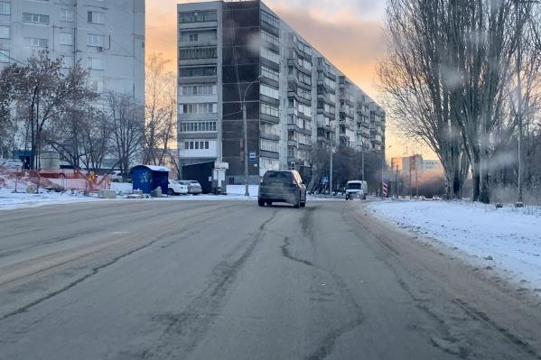 Улицы, посыпанные крошкой, остаются сухими