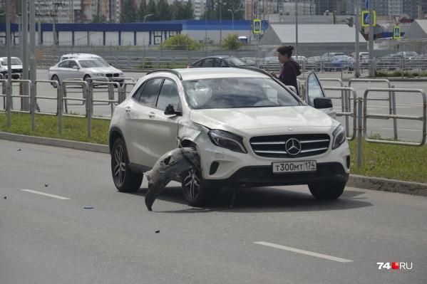 Очевидцы утверждают, что «Мерседес» проезжал переход на скорости