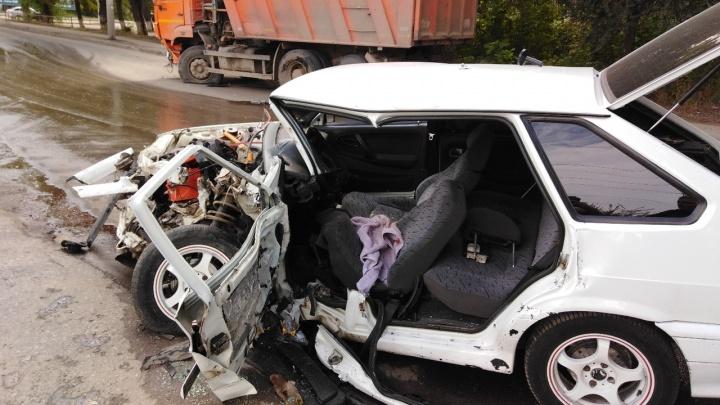 «Зажало в салоне»: молодого самарца увезли в больницу в тяжелом состоянии после ДТП с КАМАЗом