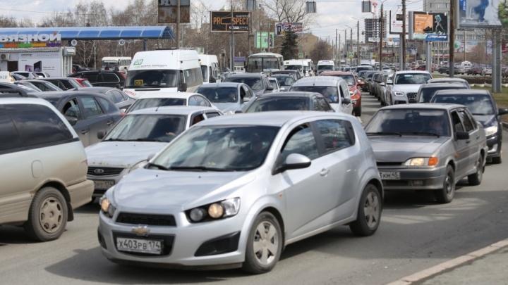 «Пробки больше, чем в рабочий день»: из-за эстафеты в Челябинске встало автомобильное движение