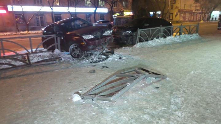 Решила развернуться: девушка на Ford попала в реанимацию, столкнувшись сMerсedes на 8 Марта