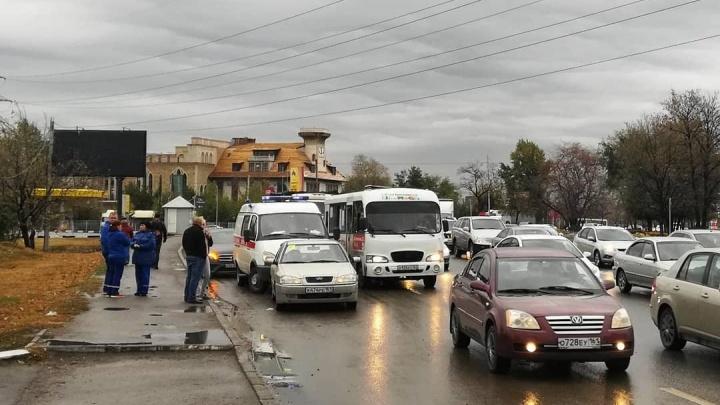 Остановилось сердце: водитель из Ростова припарковал свой автомобиль и умер