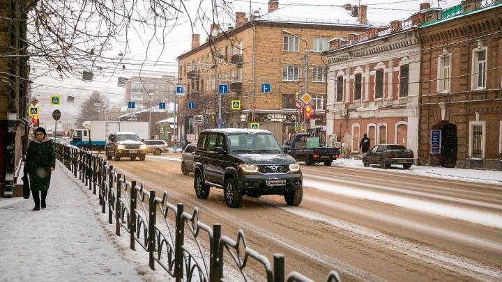 Мелкие аварии и снег сковали Красноярск в утренних пробках