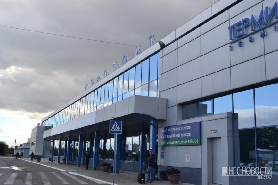 Ваэропорту Омска усамолета при посадке развалились тормоза