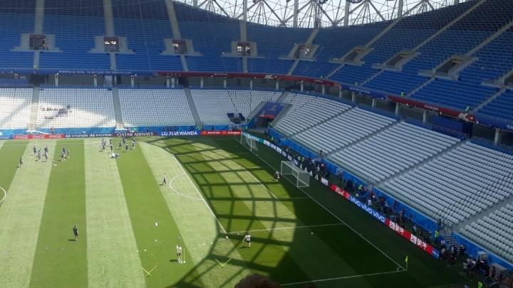 На волгоградском стадионе в эти минуты проходит тренировка сборной Исландии