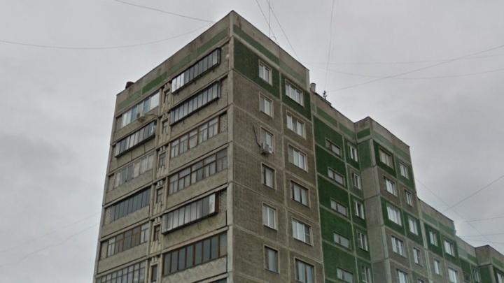 «Мама вышла в туалет»: в Челябинской области ребёнок выпал из окна седьмого этажа