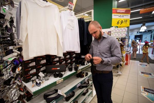 Многие недорогие рубашки и блузки на прилавках новосибирских магазинов попросту неправильно пошиты
