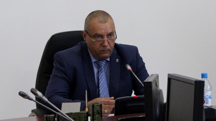 Временный глава Омска признался, что не пользуется иномаркой экс-мэра Двораковского