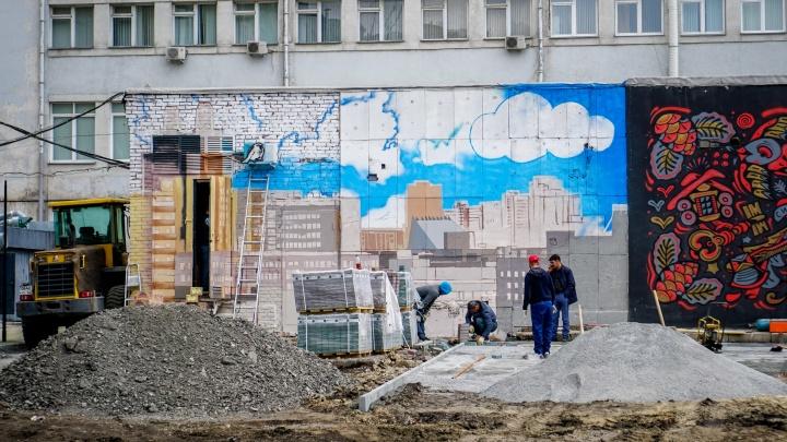 За гостиницей «Центральной» начали рисовать новые граффити