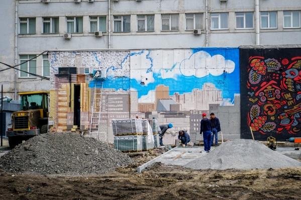 Администрация «Центральной» гостиницы намерена благоустроить внутренний дворик