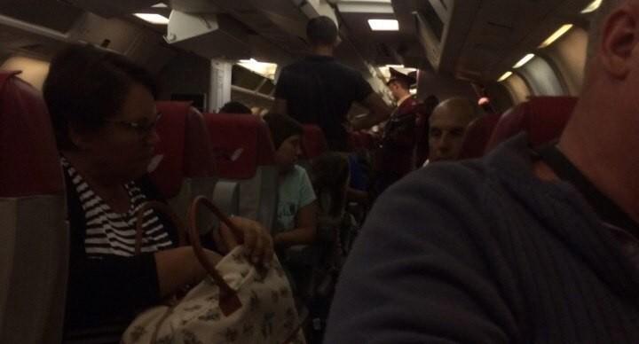 Врачи сняли с прилетевшего в Кольцово турецкого рейса двух детей с температурой