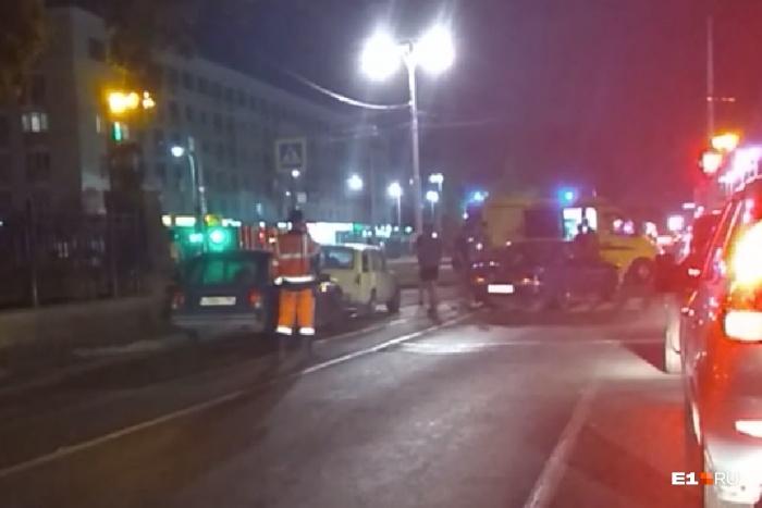 ДТП произошло на трамвайных путях