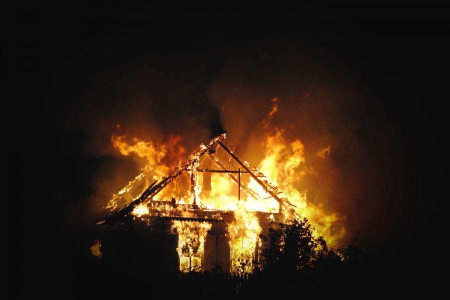 Женщина сгорела живьем  вовремя пожара вНовосибирске