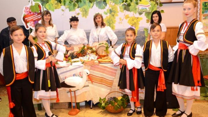 На фестивале в Аксае гостей и участников познакомили с кухней и бытом местных народностей
