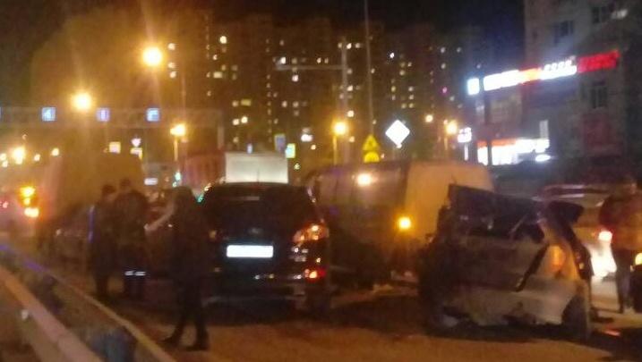 Восемь автомобилей столкнулись на улице Монтажников. Есть пострадавшие