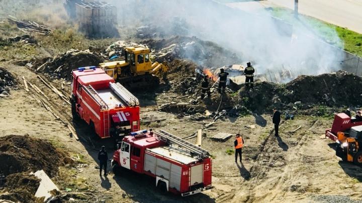 Для тушения пожара на северо-западе Челябинска пригнали шесть автоцистерн