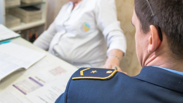 Тольяттинского врача обвиняют в выдаче фиктивных больничных