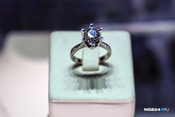 Ювелирной ценности импактные алмазы не представляют, так как из-за большого количества дефектов имеют мутный зеленоватый цвет