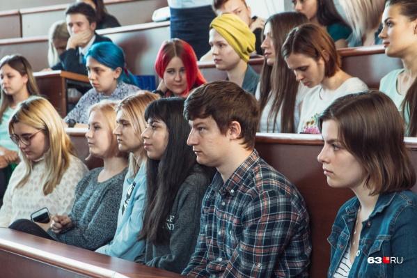 По словам политиков, проблемы с размещением студентов есть практически у всех вузов