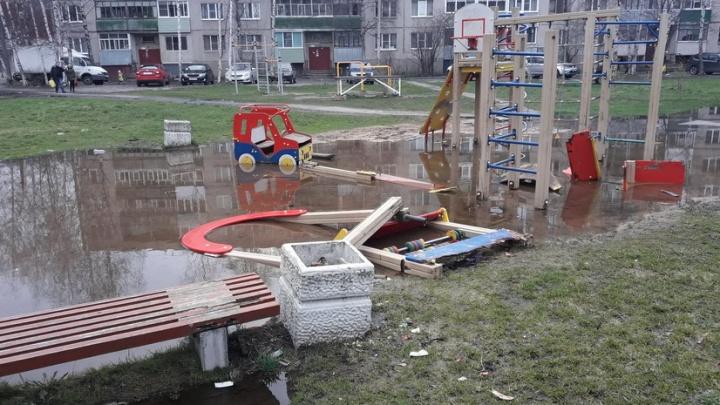 Камни, стёкла, куски железа: прокуроры ужаснулись, увидев детские площадки